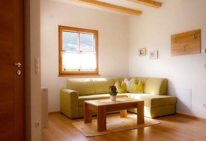 In Holzbauweise 2010 neu erbauter Bauernhof inmitten von Obstwiesen, ruhig und idyllisch mit herrlichem Panorama.