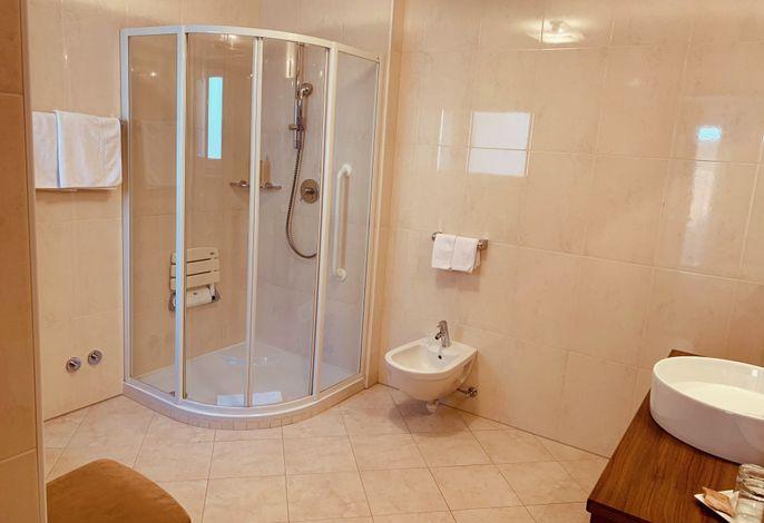 Suchen Sie ein Haus mit freundlicher Atmosphäre wo der familiäre Kontakt nicht fehlt?###br######br######br###Genießen Sie Ihren Urlaub und lassen Sie sich von Familie Demetz in einem stilvollen Ambiente in vollen Zügen verwöhnen.