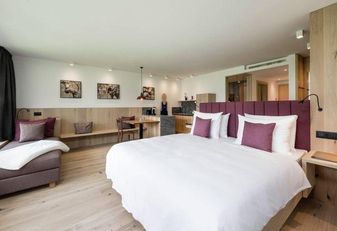 Exklusive Adults only Apartments in Traumlage in Südtirol. Ein Ort, der kreiert wurde, um Ihnen maximale Freiheit zu schenken. Ein Refugium des Glücks, der Ruhe, der Erholung.