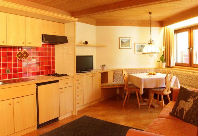 Unser Residence liegt direkt an der Gondelbahn Col Alto in sehr ruhiger Lage, auf der großen sonnigen Terasse können Sie sich erholen und ein einmaliges Panorama über Corvara und der Sellagruppe genießen.