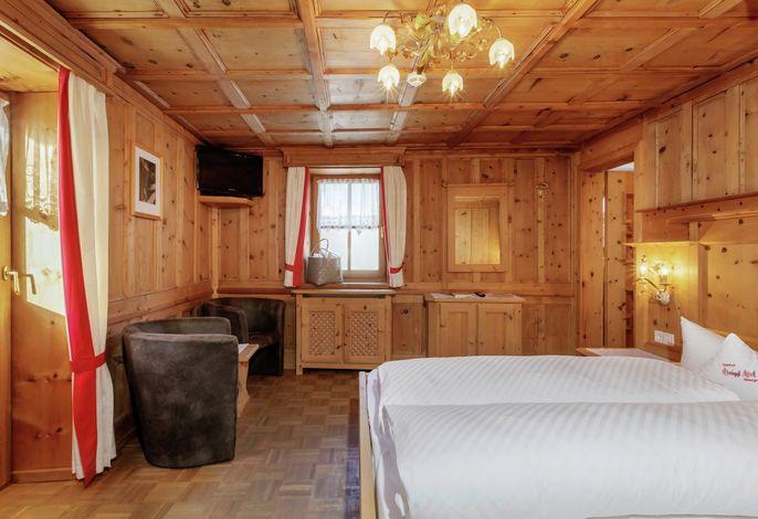 UnserHotel Anigglhof liegt in Schlinig, oberhalb von Burgeis inmitten der Bergwelt des Vinschgaus. Genießen Sie Ihren Urlaub bei uns!!! Neu ab Dezember 2015: Finnische- & Dampfsauna mit Vitaminbar und Ruheraum!