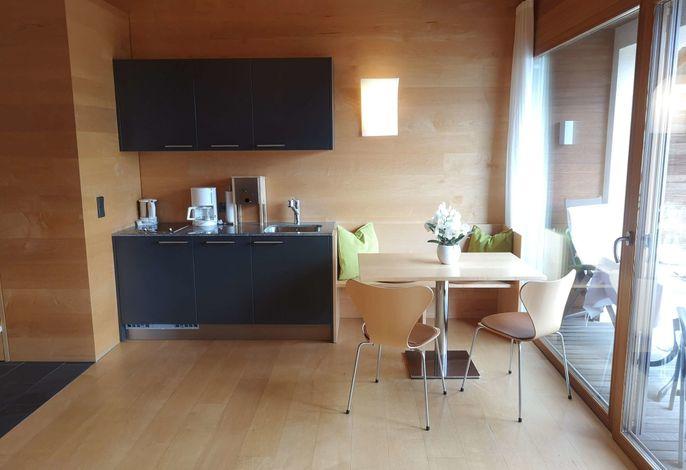 Neue luxuriöse und sehr komfortabel eingerichtete Appartements, zentral gelegen, doch ruhig. Beheizbarer Swimmingpool und große Liegewiese.