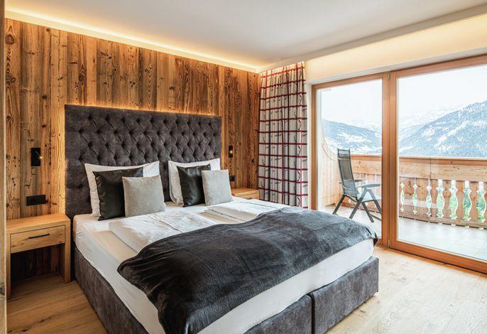 Unser kleines aber feines Hotel bietet Ihnen die Möglichkeit unvergessliche Tage im Herzen der Dolomiten zu verbringen, unweit vom Weihnachtsdorf Sankt Ulrich und dem Hochplateau der Seiser Alm.