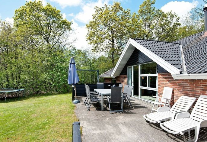 Spacious Holiday Home in Henne With Swimming Pool