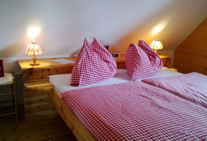 FeWo-Julia , Schlafzimmer mit Zirbenbett