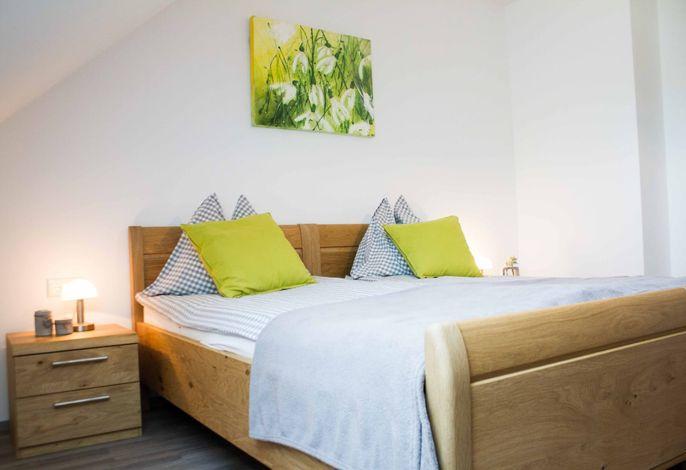Waldhof Grasel - Appartement Talblick - Schlafzimmer (©Anna Steinacher, DDM OG)