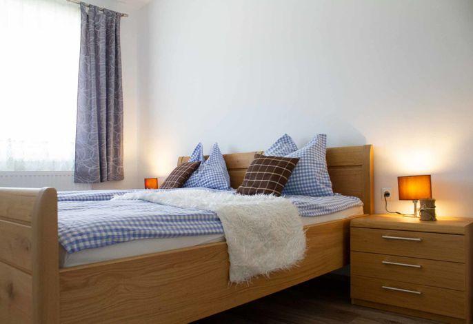 Waldhof Grasel – Appartement Hofblick - Schlafzimmer (©Anna Steinacher, DDM OG)