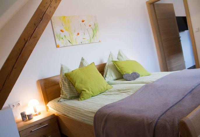 Waldhof Grasel - Appartement Waldblick - Schlafzimmer (©Anna Steinacher, DDM OG)