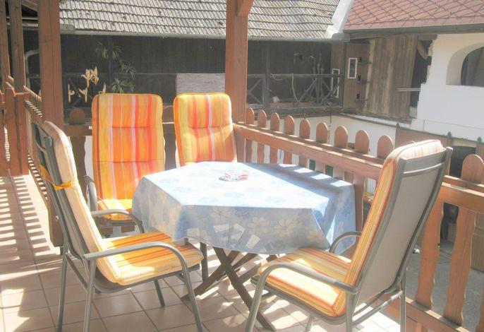 Gaudihof Kaltenbrunner Sitzplatz auf der Terrasse