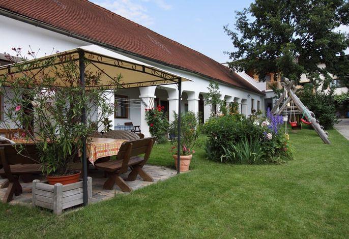 Garten mit Zelt