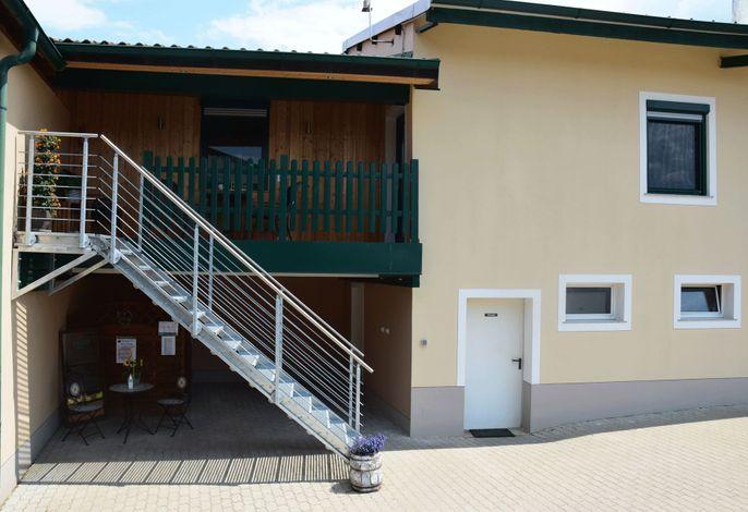 Rebenhof Schwalm - Aufgang zur Ferienwohnung