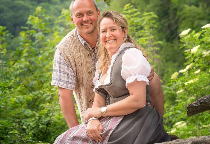 Zwergerlhof - Mario und Sabine, die Bauersleut