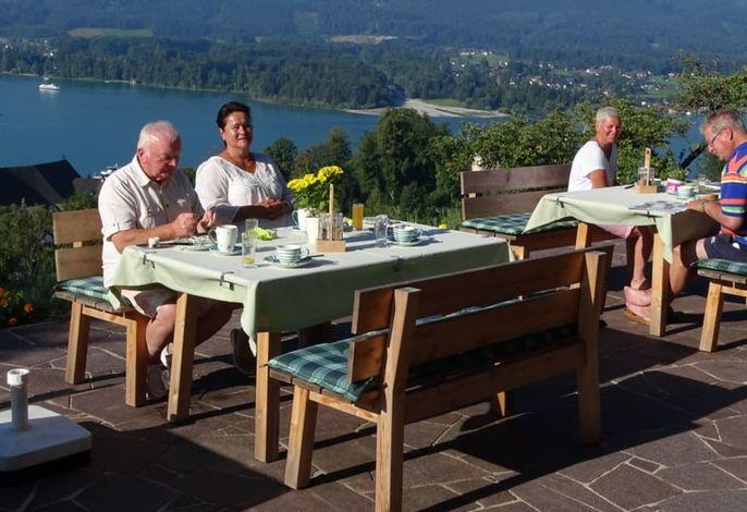 Frühstücken auf der Panoramaterrasse