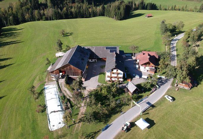 Hofbild BIO Ferienhof Hotz
