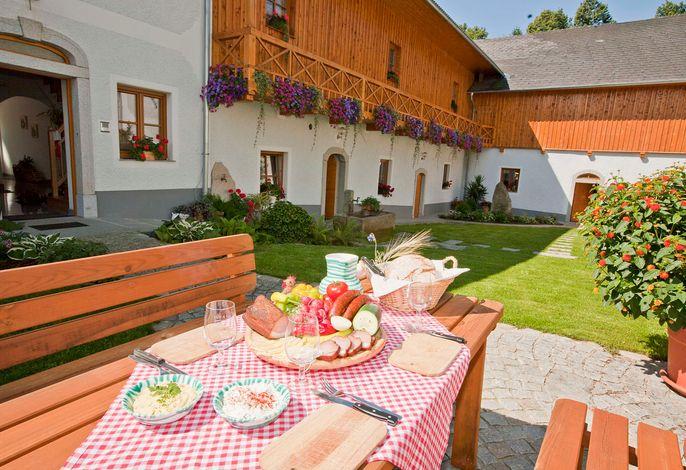 Görlitzer-Innenhof mit Jause