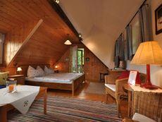 Wohn-Schlafzimmer im Romantikstöckl Altes Gehöft am Lormanberg Steirisches Thermen-und Vulkanland Österreich