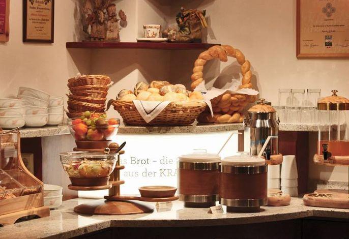 Genießen Sie unser reichhaltiges Frühstücksbuffet mit hauseigenen Produkten und Produkten aus der Region