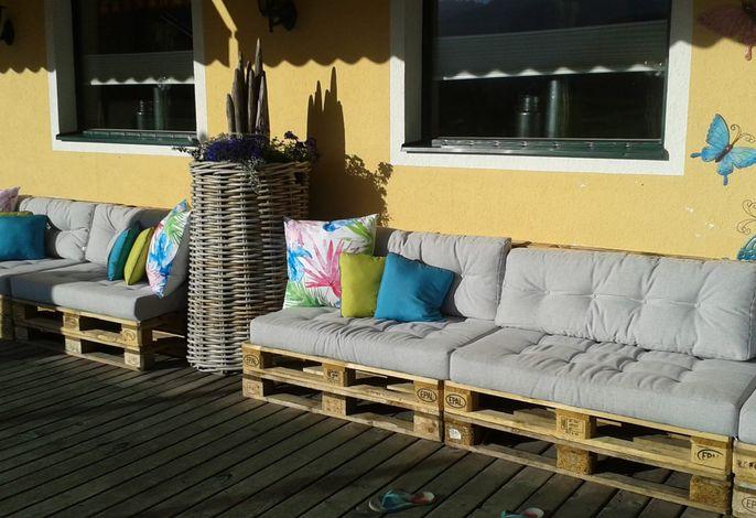 Die Terrasse mit Loungeset