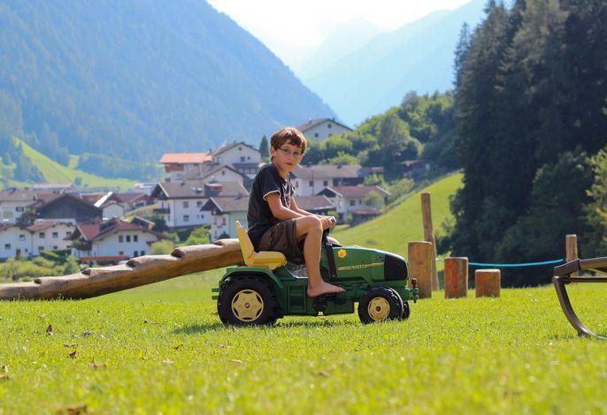 Abenteuerspielplatz für Kinder - TRAKTOR