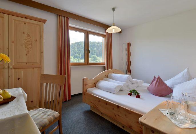 Schlafzimmer aus wunderschönen Zirbenholz - Echtholzmöbeln