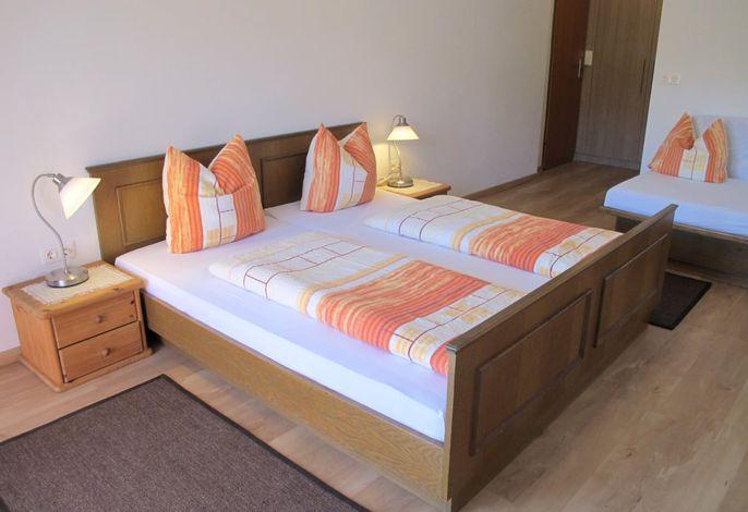 Doppelzimmer mit modernem Bad und Garten