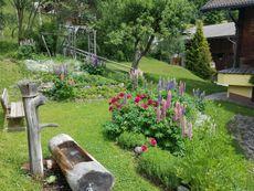 Gartenplatzerl mit Wassertrog
