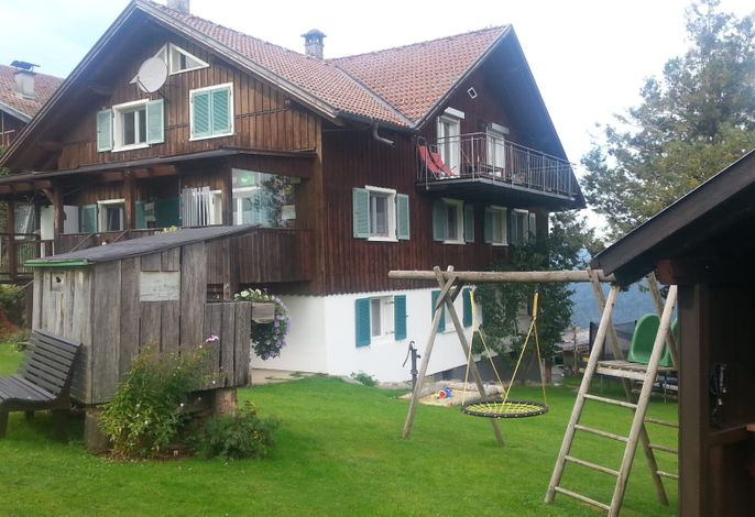 Familienbauernhof Bereuter mit Spielplatz