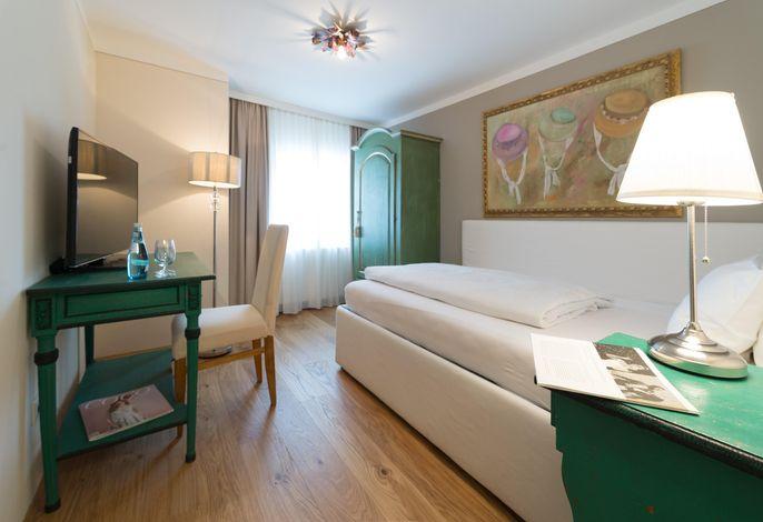 Amadeus, Hotel
