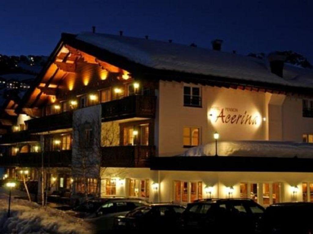 Acerina, Hotel