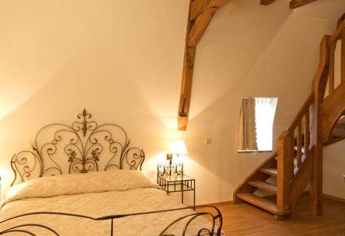 Burghaus und Villa Kronenburg
