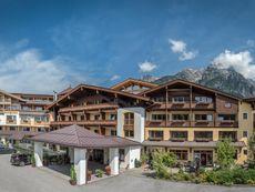 Leonhard, Hotel