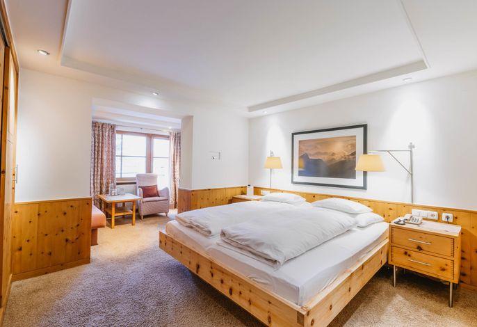 Aurora, Hotel