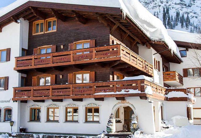 Schwarzwand, Hotel
