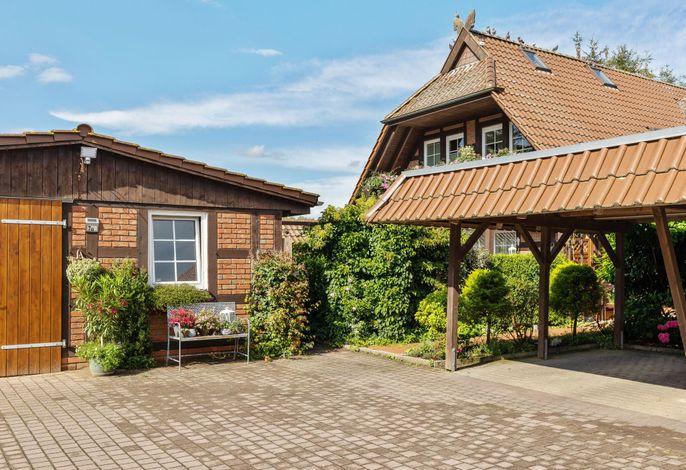 Ferienhaus mit Garten und Terrasse vor Rostock/Warnemünde
