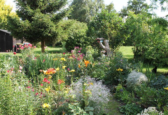 Wohnen im Grünen mit großem Garten und Grill