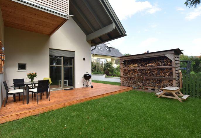 Ferienwohnung Mond ostseenah mit Kamin Terrasse und Garten