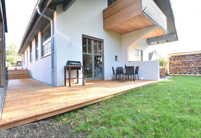 Ferienwohnung Sonne ostseenah mit Kamin Terrasse und Garten