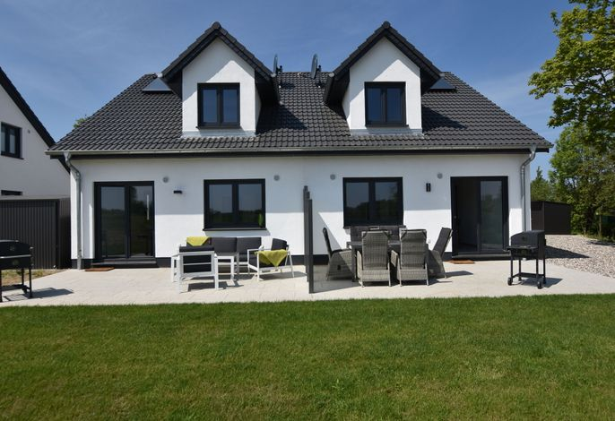 Ferienhaus Wildrose 1 und 2 in Kühlungsborn mit Terrasse und Garten
