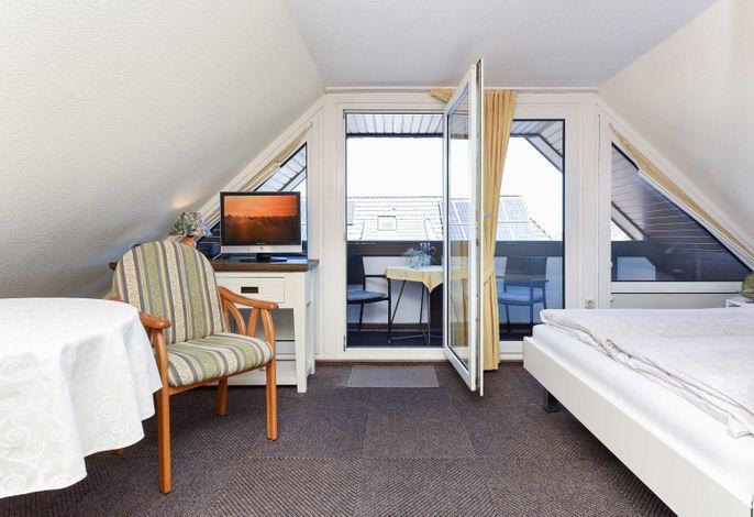 Wohn- und Schlafraum mit integriertem Küchenbereich