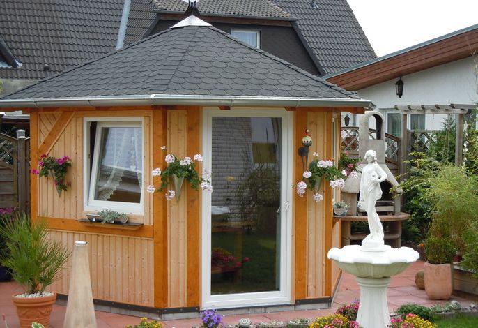 Bungalow in ruhiger Lage mit gemütlichem Pavillon und Grill