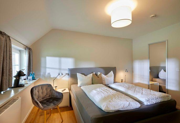 18pm Schlafzimmer, mit 1.80 Bockspringbett