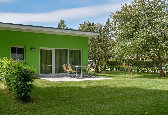 Ferienhaus Seeseite 28 - Terrasse mit Wiese