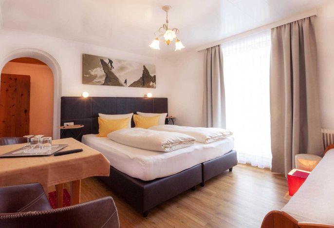 Dreibettzimmer mit Doppelbett und einem Einzelbett