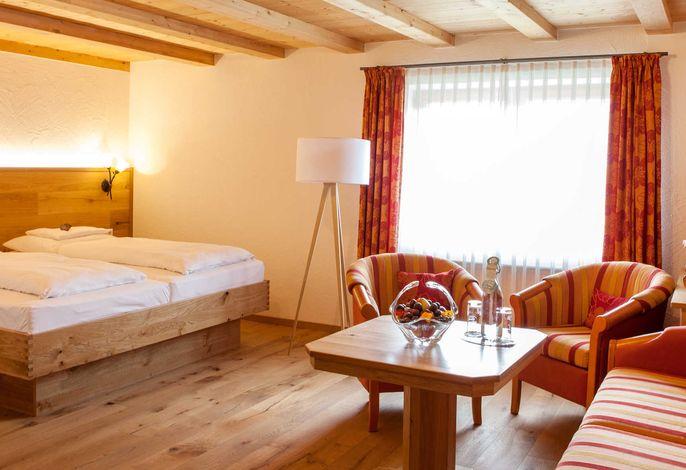 Heilkräuter Doppelzimmer mit Südsicht, Schreinermöbeln und Eichtholz Eichenboden 36 quadratmeter