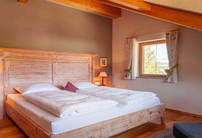 Master Bedroom im Kuschelchalet mit bester Südblicksicht auf die Berge