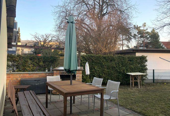 Bungalow mit Terrasse und Garten