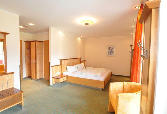Eines unserer C-Zimmer.  Jedees Zimmer sieht anders aus und wir können nicht versprechen, dass Sie genau das Zimmer bekommen, dass Sie wollen. Aber wir versuchen alles um Ihren Wunsc.h zu erfüllen. Versprochen!