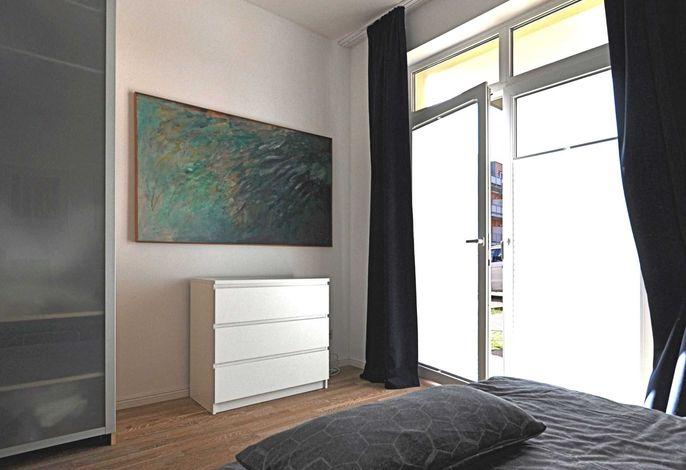 schlafzimmer mit Terassentür
