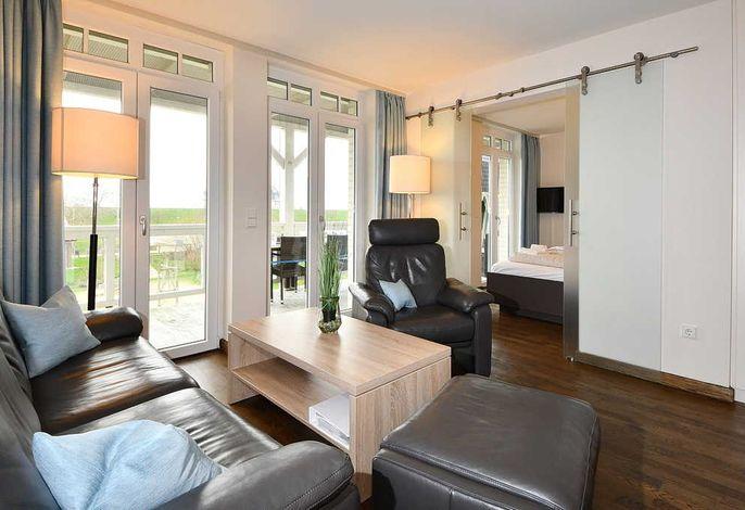 Wohnessbereich mit Couch und Sessel