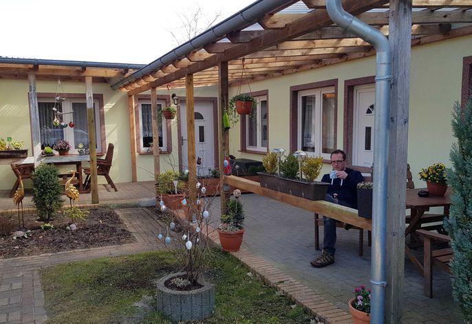 Fewos Krohn, Rainer mit überdachten Terrassen und Grill